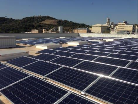 SUD Renovables instal·la 362 plaques fotovoltaiques en el nou centre de producció de Henkel