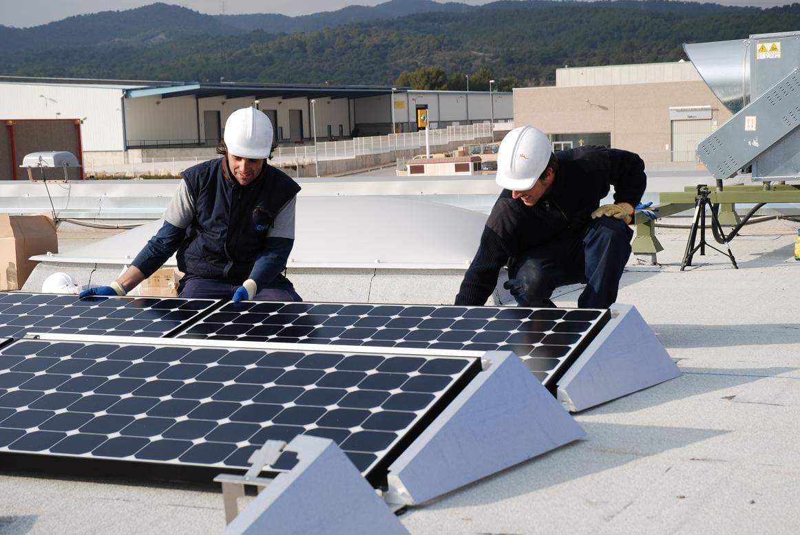 SUD Renovables inicia la instal·lació de la primera compra col·lectiva d'autoconsum fotovoltaic de Som Energia